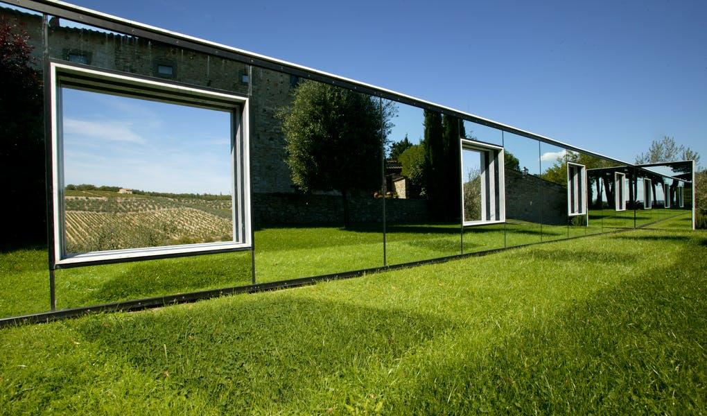 """Arte contemporanea in cantina con """"Sulle vigne: punti di vista"""" di Daniel Buren"""