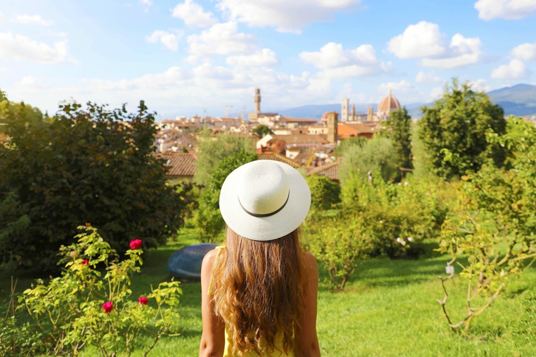 Panorama di Firenze con donna che guarda