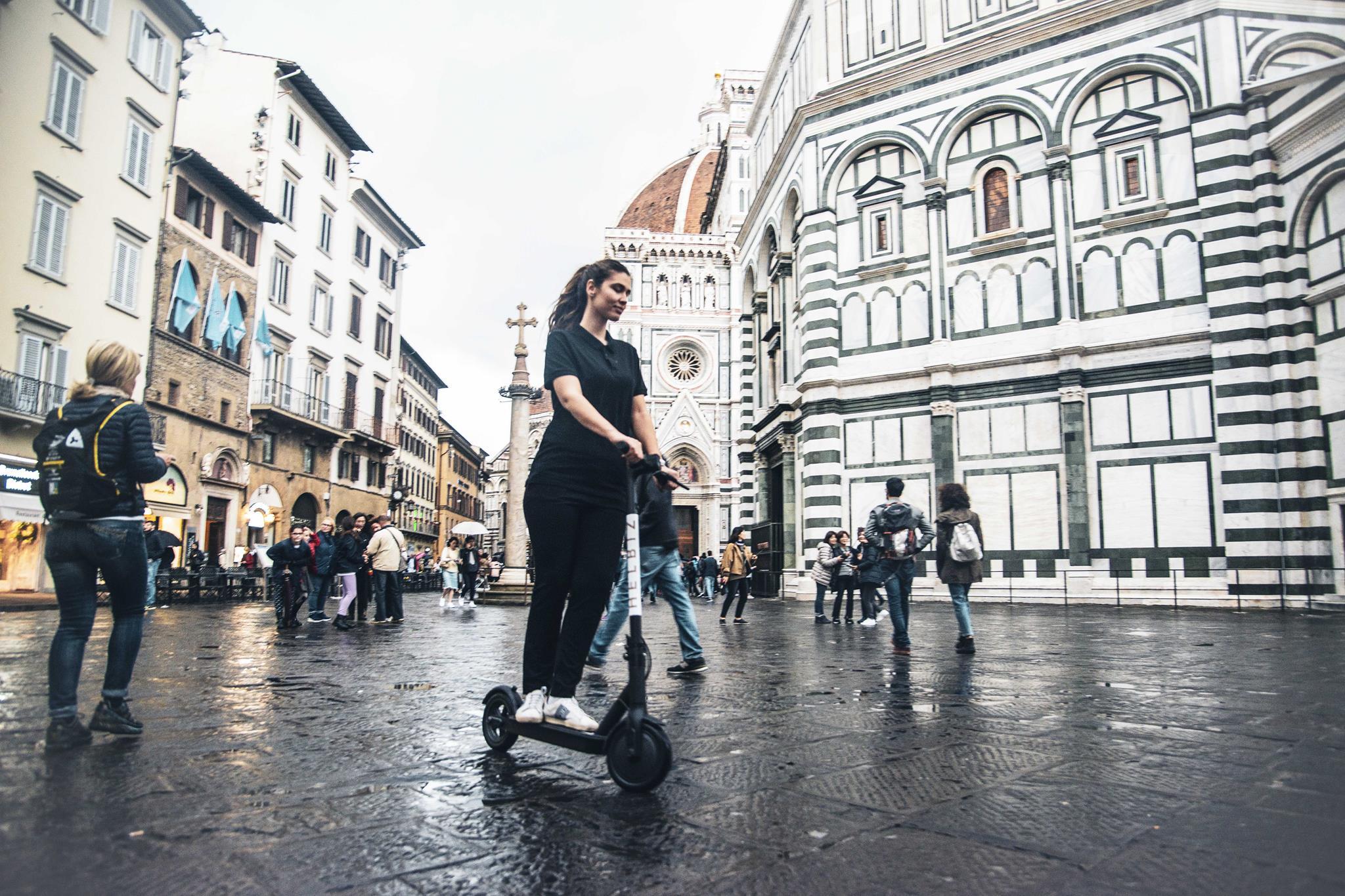 I monopattini di Helbiz a Firenze